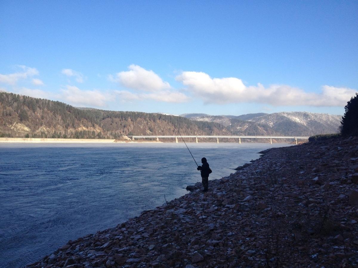 Visser bij de Krasnoyarsk Dam